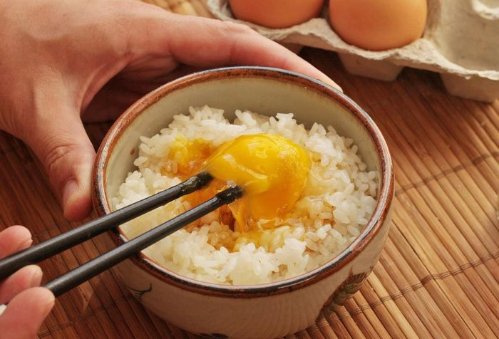 Mơ thấy ăn cơm
