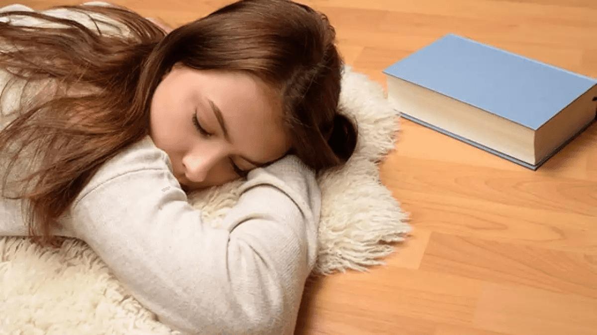 ngủ trên sàn